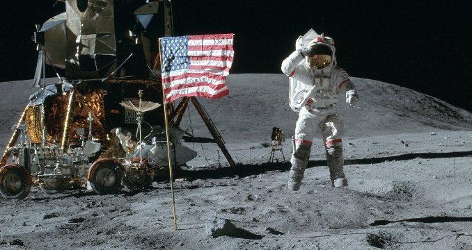 Neil Amstrong'un ayda çektiği ilk foroğraflar